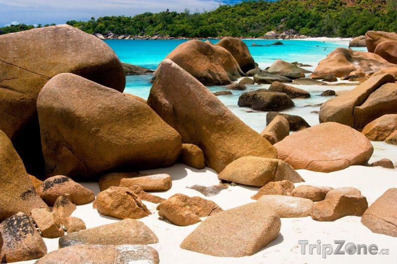 Fotka, Foto Ostrov Praslin, balvany na pláži Anse Lazio (Seychely)