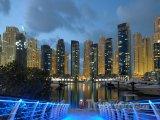 Osvětlený přístav v Dubaji