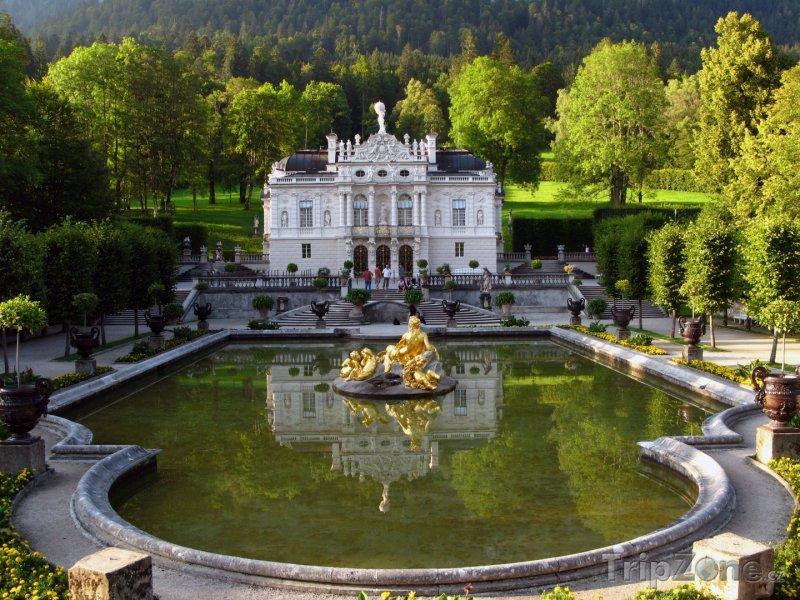 Fotka, Foto Palác Linderhof uměsta Oberammergau (Bavorsko, Německo)