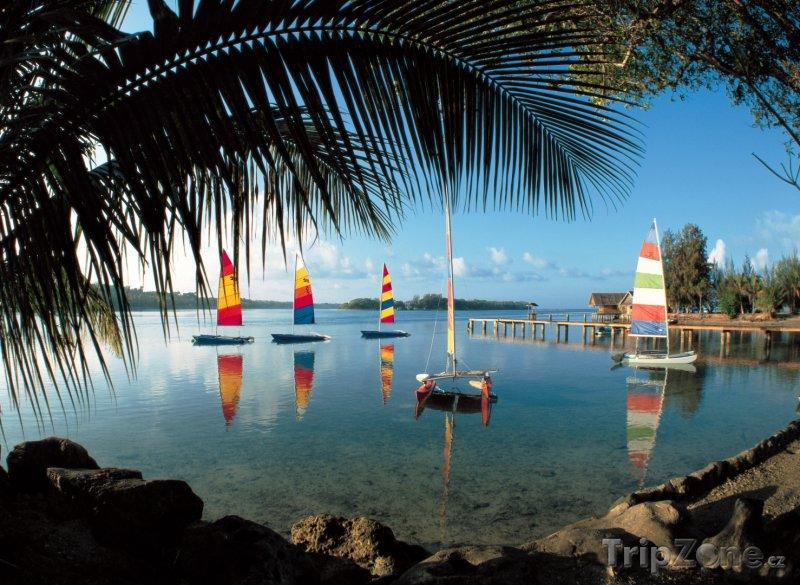 Fotka, Foto Plachetnice v zálivu (Vanuatu)