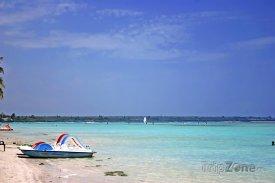 Pláž a azurové moře v Boca Chica