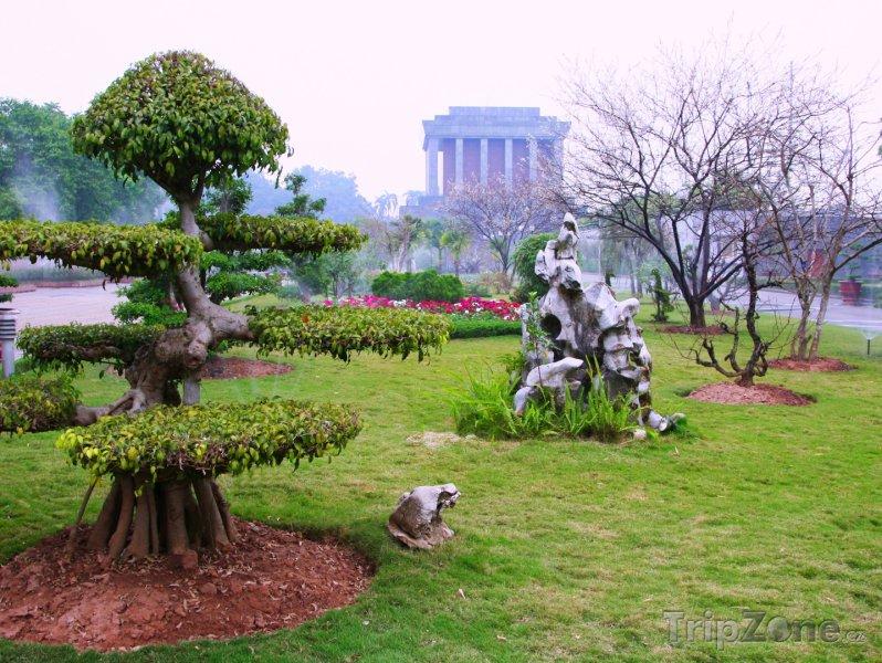 Fotka, Foto Pohled na Ho Či Minovo mauzoleum (Hanoj, Vietnam)