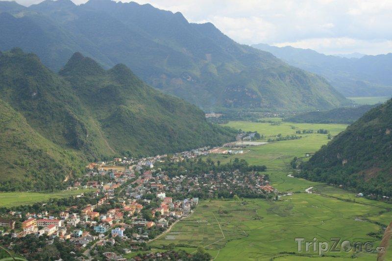 Fotka, Foto Pohled na městečko Mai Chau (Vietnam)