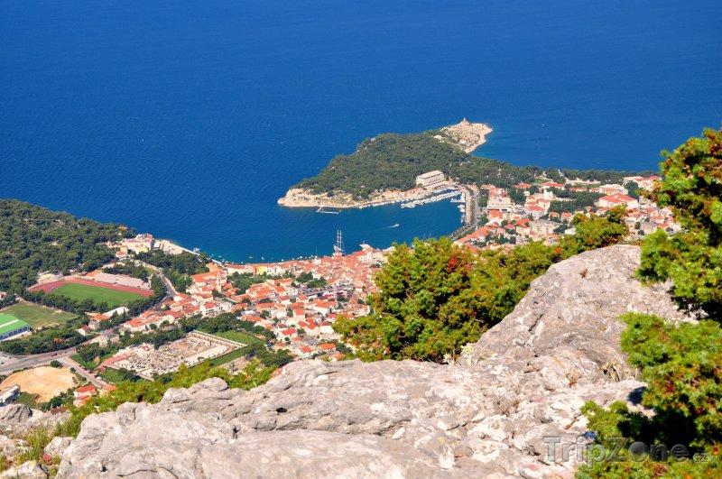 Fotka, Foto Pohled na město Makarska z hory sv. Jura (Makarská riviéra, Chorvatsko)