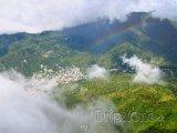 Pohled na město z vrcholků Pitons