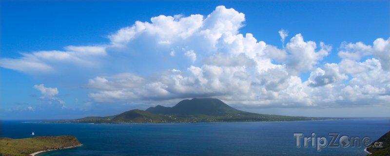 Fotka, Foto Pohled na ostrov Nevis (Svatý Kryštof a Nevis)