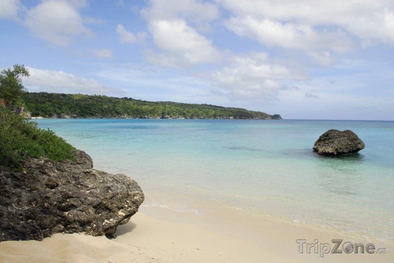 Fotka, Foto Pohled na pláž Eton (Vanuatu)