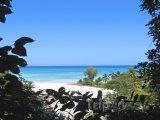 Pohled na pláž ostrova Nosy Be