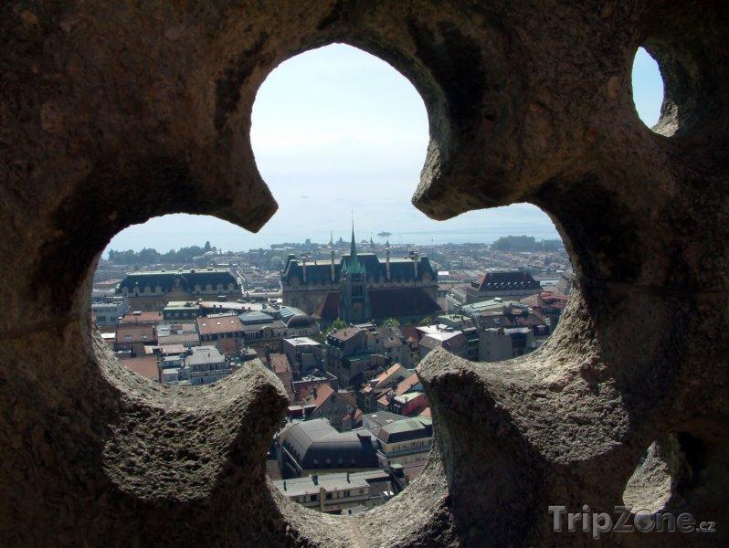 Fotka, Foto Pohled z na město z katedrály v Lausanne (Švýcarsko)