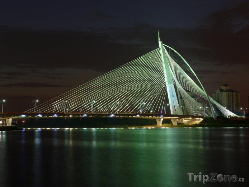Fotka, Foto Putrajaya, Most Seri Wawasan v noci (Malajsie)