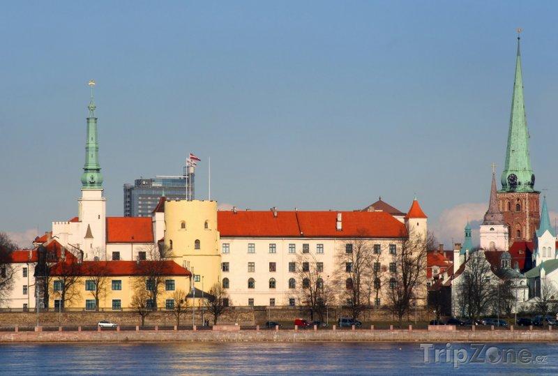 Fotka, Foto Rižský hrad na břehu řeky Daugavy (Riga, Lotyšsko)