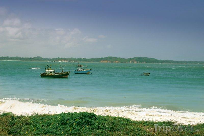 Fotka, Foto Rybářské loďky na moři (Srí Lanka)