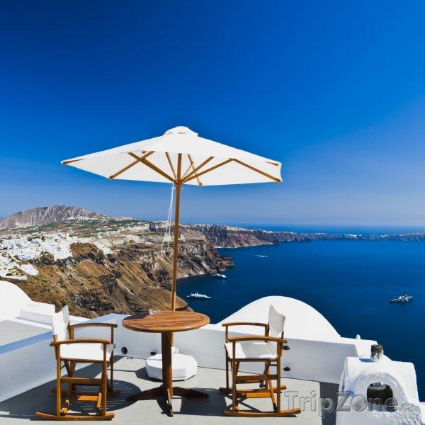 Fotka, Foto Santorini, posezení na terase (Řecko)
