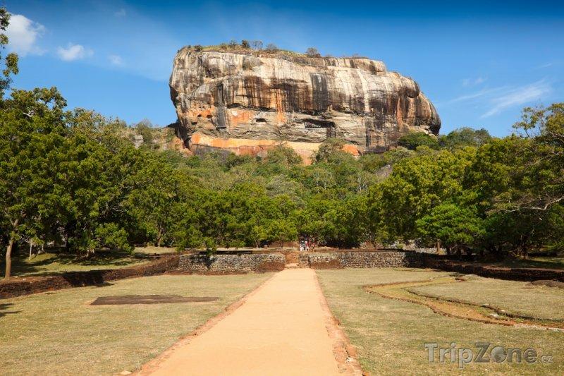 Fotka, Foto Sigiriya, pohled na skálu (Srí Lanka)