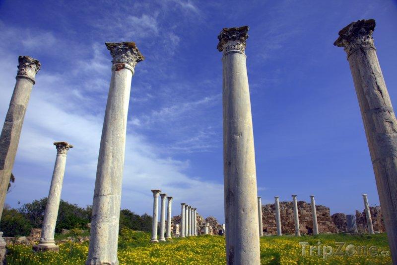 Fotka, Foto Sloupy římské tělocvičny ve městě Salamis (Kypr)