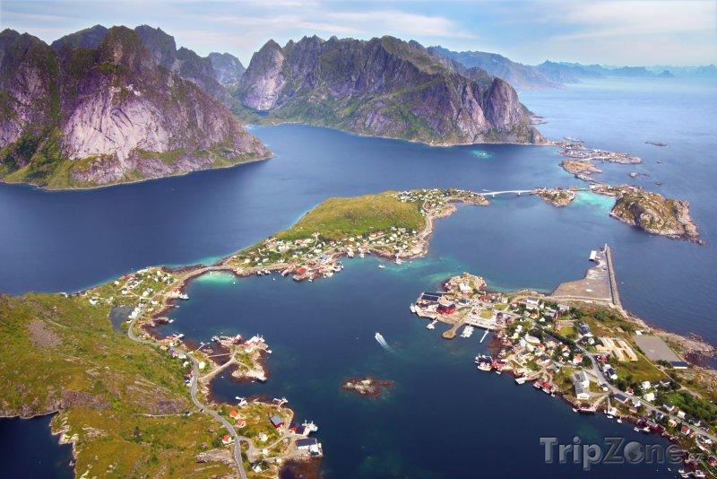 Fotka, Foto Souostroví Lofoty, vesnice Reine (Norsko)