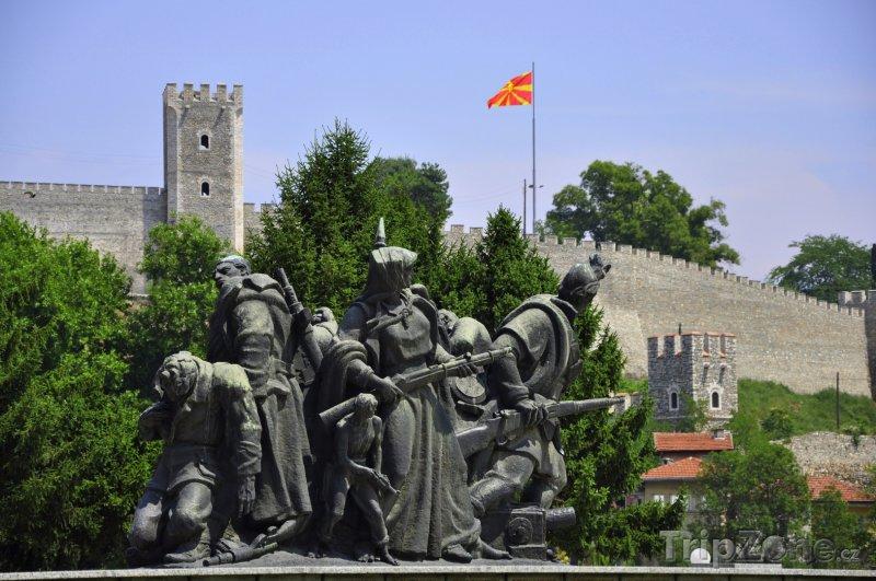 Fotka, Foto Sousoší vojáků u pevnosti Kale (Skopje, Makedonie)