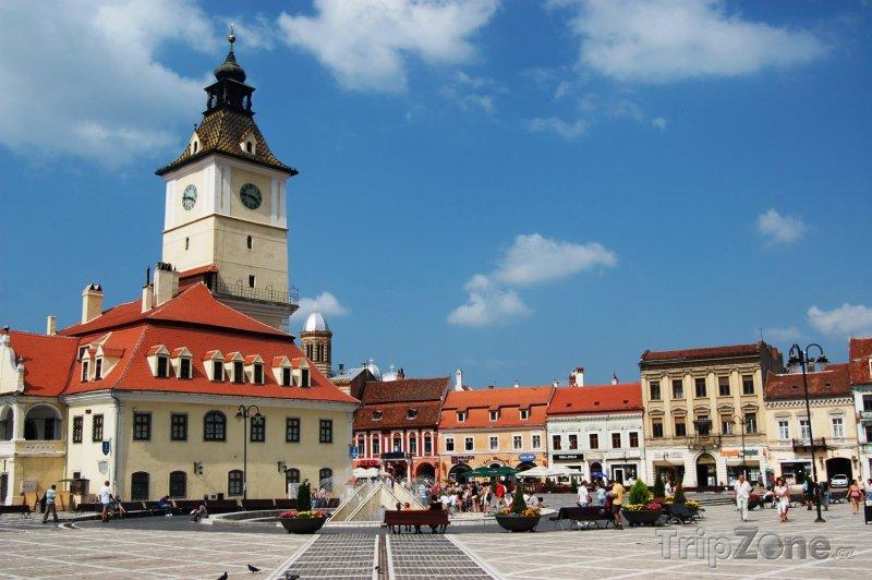Fotka, Foto Stará radnice na náměstí v Brašově (Rumunsko)