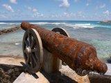 Starý kanon na ostrově Frégate