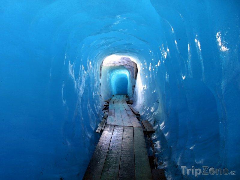 Fotka, Foto Švýcarské Alpy, tunel v Rýnském ledovci (Švýcarsko)