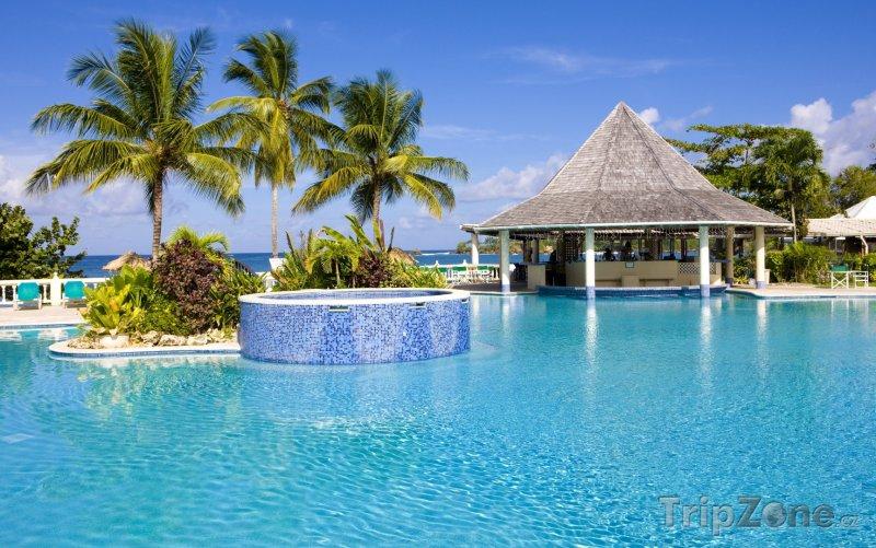 Fotka, Foto Tobago, bazén u hotelového resortu (Trinidad a Tobago)