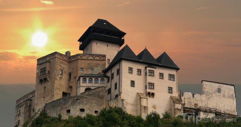 Fotka, Foto Trenčínský hrad v západu slunce (Slovensko)