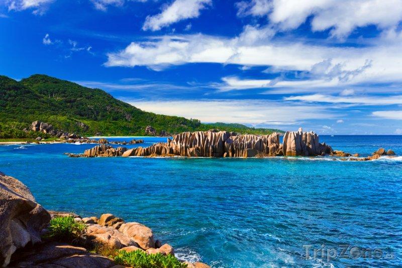 Fotka, Foto Útesy u ostrova La Digue (Seychely)