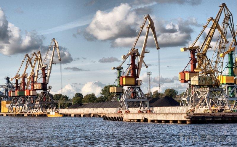 Fotka, Foto Ventspils, jeřáby v přístavu (Lotyšsko)