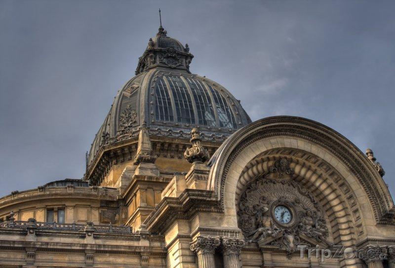 Fotka, Foto Věž budovy banky (Bukurešť, Rumunsko)