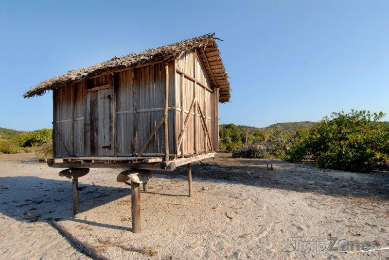 Fotka, Foto Vyvýšená dřevěná chýše (Mosambik)