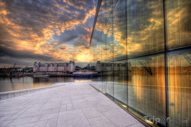 Fotka, Foto Západ slunce nad Novou operou (Oslo, Norsko)