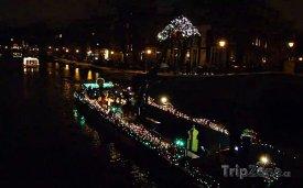Amsterdam, vánočně ozdobené lodě