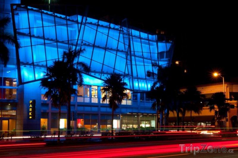 Fotka, Foto Barevná ulice 5th Street v South Beach (Miami, USA)