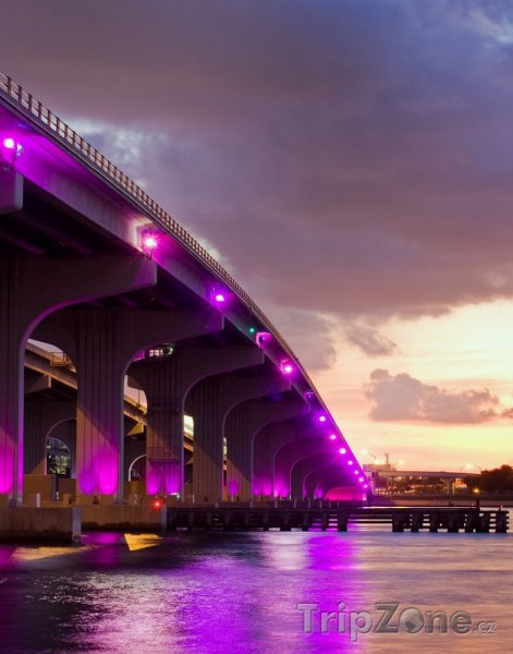 Fotka, Foto Barevný most, spojení centra města a Miami Beach (Miami, USA)