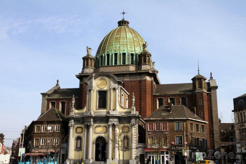 Fotka, Foto Bazilika ve městě Charleroi (Belgie)