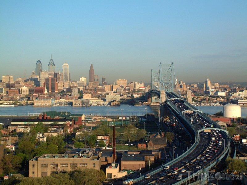 Fotka, Foto Ben Franklin Bridge a panorama města (Filadelfie, USA)