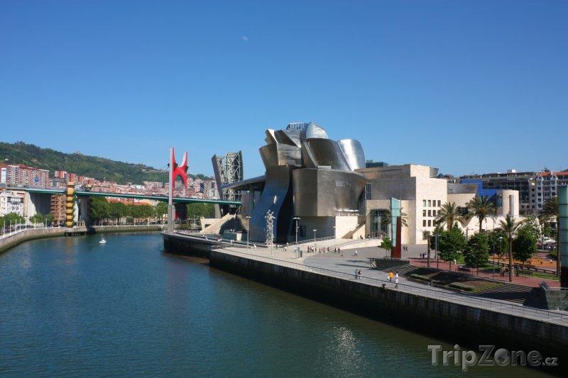 Fotka, Foto Bilbao, řeka Nervión a Guggenheimovo muzeum (Španělsko)