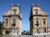 Brána Porta Felice v historické čtvrti Kalsa