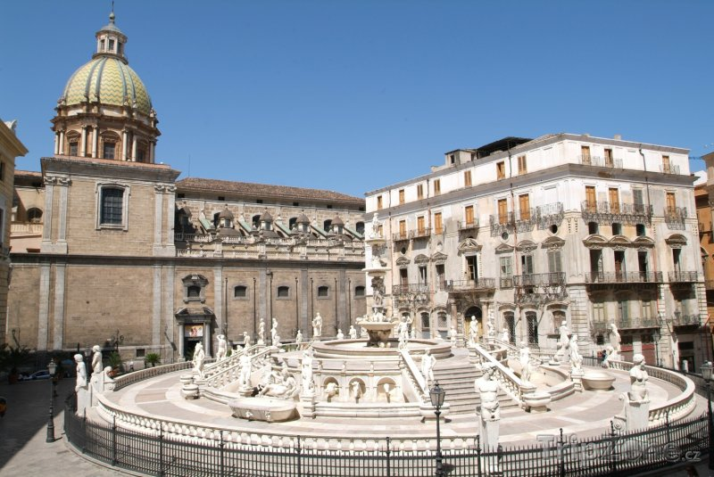 Fotka, Foto Camillianiho fontána na Piazza Pretoria (Palermo, Itálie)