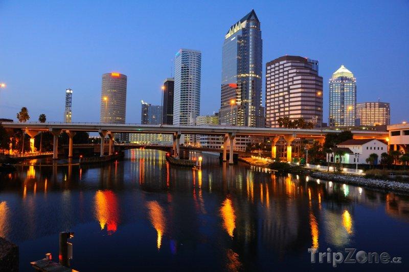 Fotka, Foto Centrum města v noci (Tampa, USA)