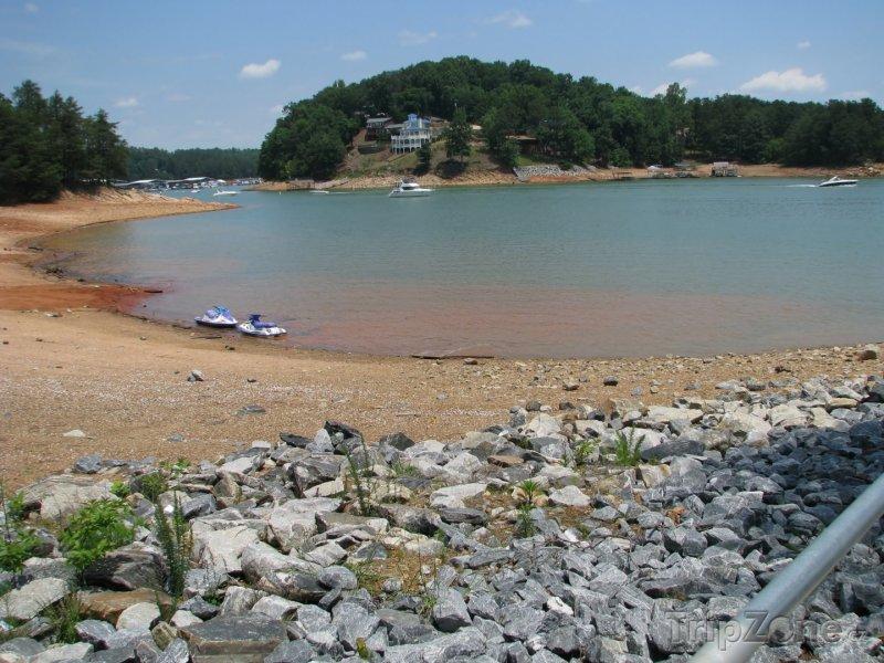 Fotka, Foto Jezero Lanier na okraji města (Atlanta, USA)