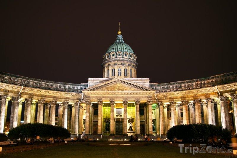 Fotka, Foto Kazaňský chrám v noci (Petrohrad, Rusko)