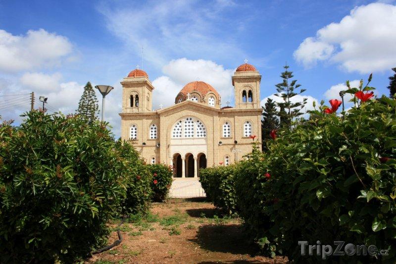 Fotka, Foto Kissonerga, kostel v zahradě (Kypr)