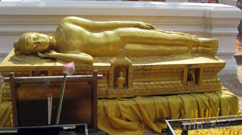 Fotka, Foto Ležící buddha ve Wat Phrathat Doi Suthep (Chiang Mai, Thajsko)