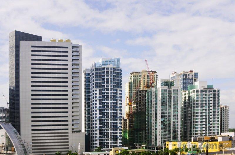 Fotka, Foto Manila, mrakodrapy v metropolitní oblasti Metro Manila (Filipíny)