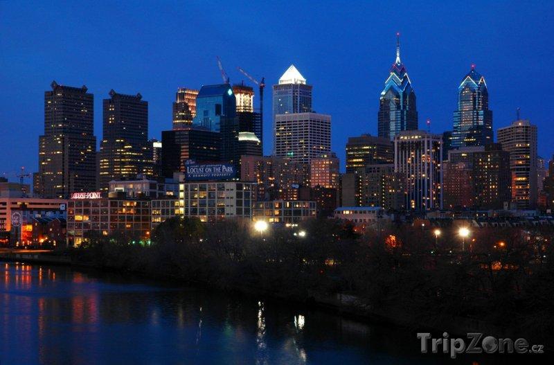 Fotka, Foto Město v noci (Filadelfie, USA)