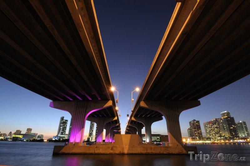 Fotka, Foto Most přes Biscayne Bay (Miami, USA)