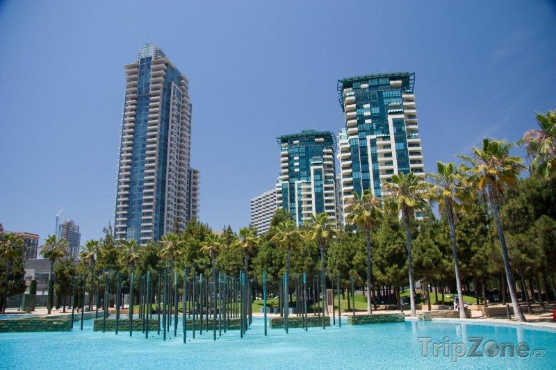 Fotka, Foto Mrakodrapy a bazén v centru města (San Diego, USA)
