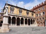 Náměstí Piazza dei Signori