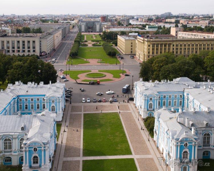 Fotka, Foto Náměstí Rastrelli před Smolného katedrálou (Petrohrad, Rusko)